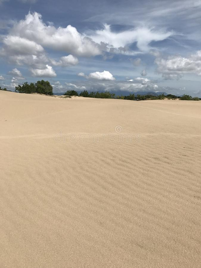 Только песок и небо стоковые фотографии rf