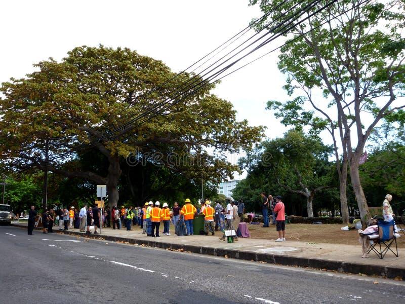 Томас придает квадратную форму рейду полиции HPD на deOccupy разбивке лагеря Гонолулу стоковая фотография