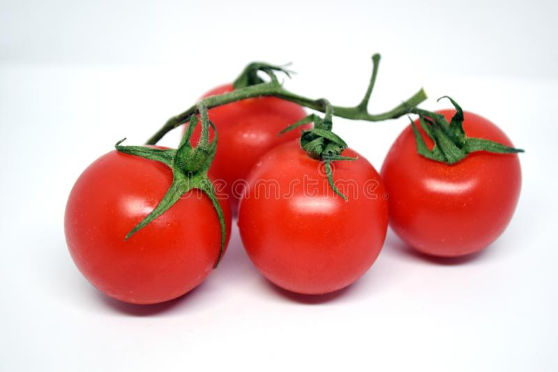2 томата вишни на белой предпосылке стоковые фото