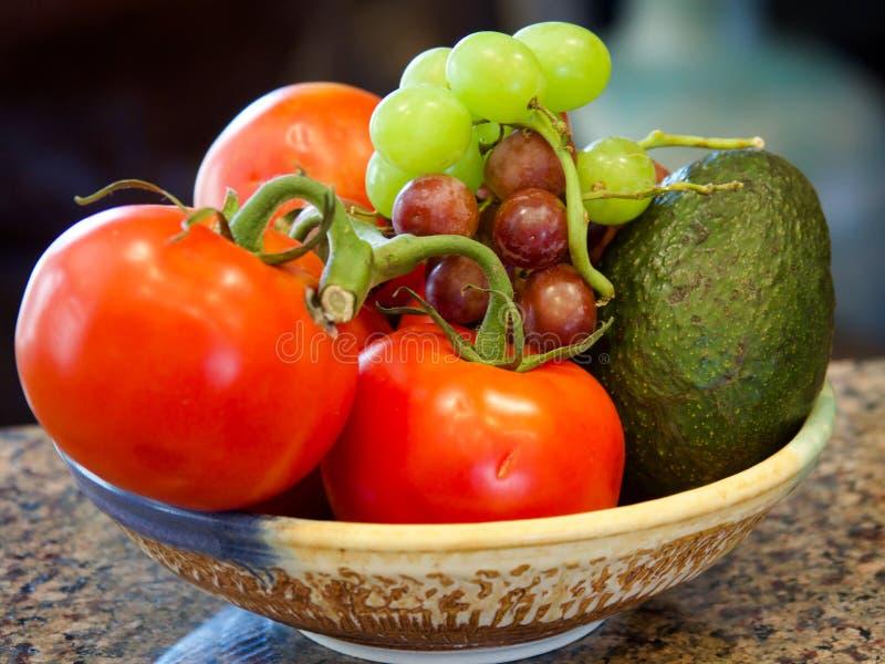 Томаты, виноградины, авокадо стоковые фотографии rf