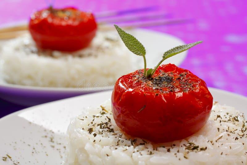 томаты зажаренного риса стоковые изображения