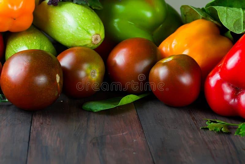 Томаты, перцы, огурец и овощи трав свежие стоковая фотография rf