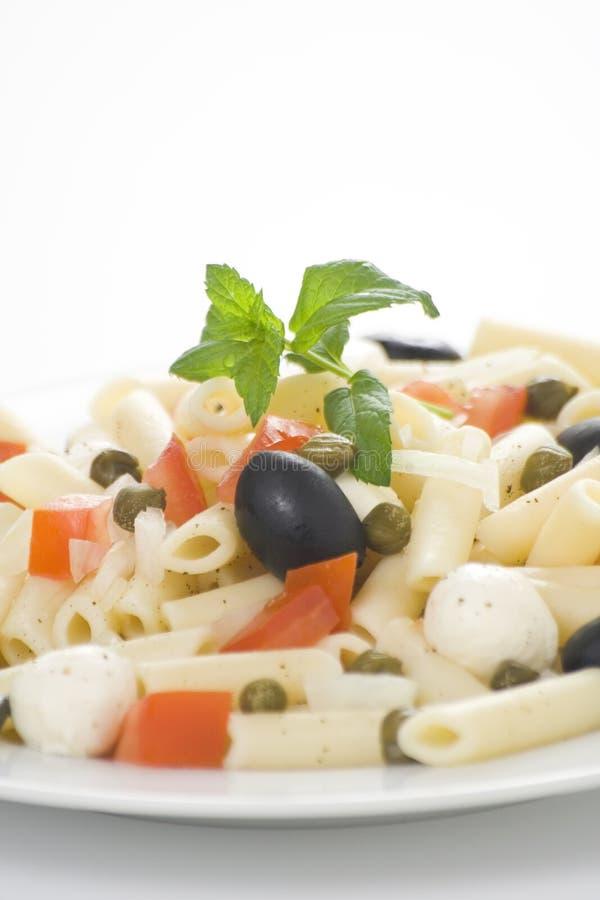 томаты салата оливок mozzarella макарон каперсов стоковое фото rf