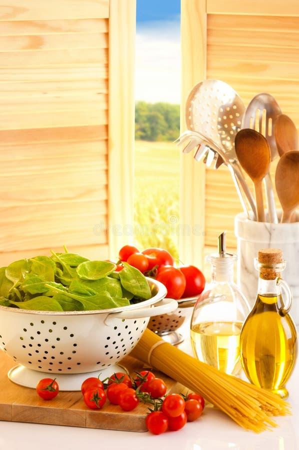 томаты спагетти кухни стоковые фотографии rf