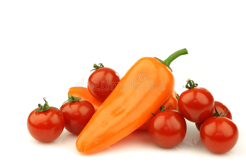 томаты 2 p померанца вишни свежие стоковое фото rf