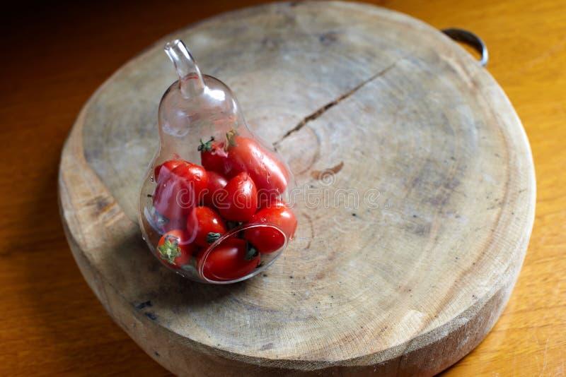 Томат вишни в бутылке груши-shaoe стоковое изображение rf