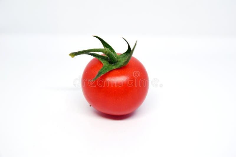 1 томат вишни с зеленой ручкой стоковое фото