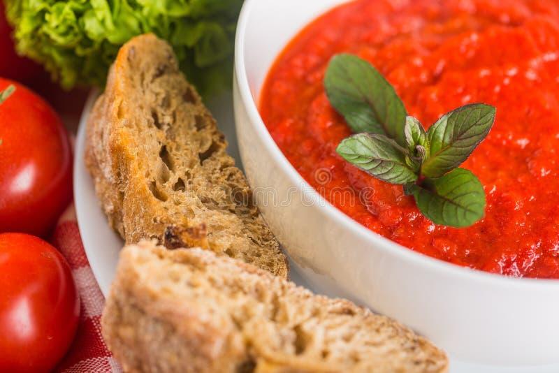 томат супа салата хлеба базилика стоковые изображения rf