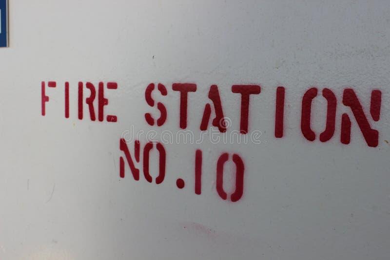 Томбуй и знак спасательного жилета на пароме стоковая фотография rf