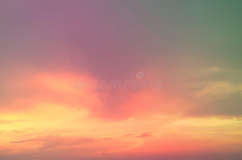 Тонкая предпосылка красивого пастельного неба стоковые фото