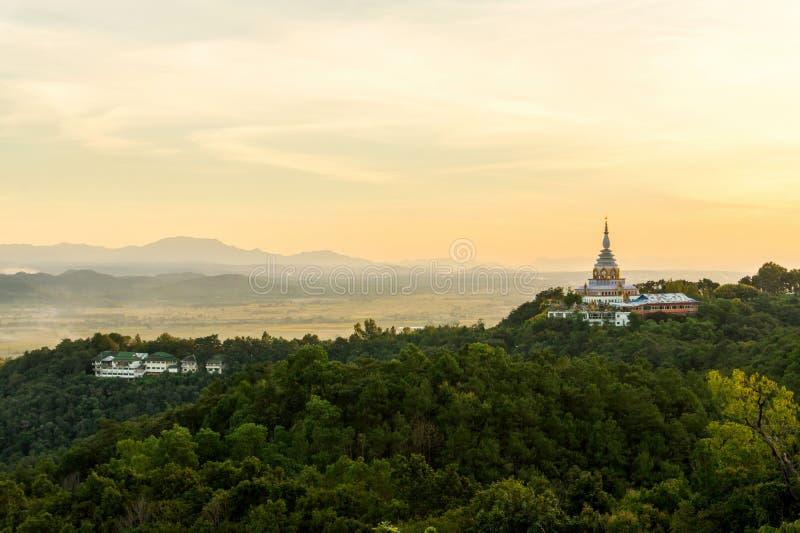 Тонна Wat Tha во времени вечера стоковое фото rf