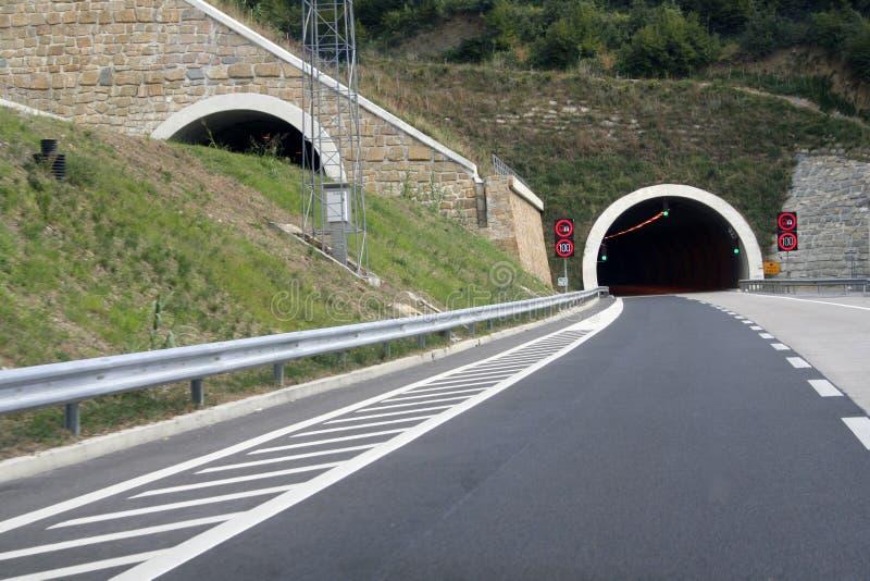 тоннель скоростной дороги стоковые фотографии rf