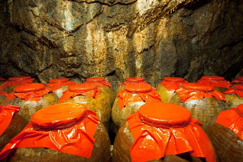 тоннель хранения 88 опарников стоковое фото rf