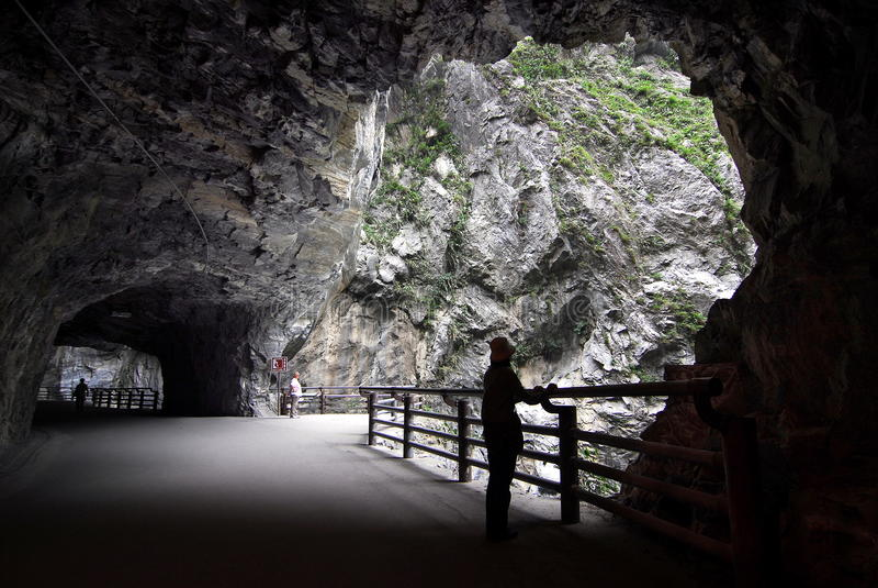 тоннель taroko nineturns gorge стоковая фотография