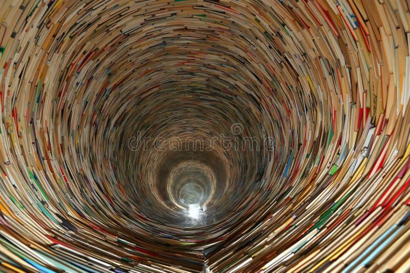 Тоннель книги в библиотеке Праги стоковая фотография