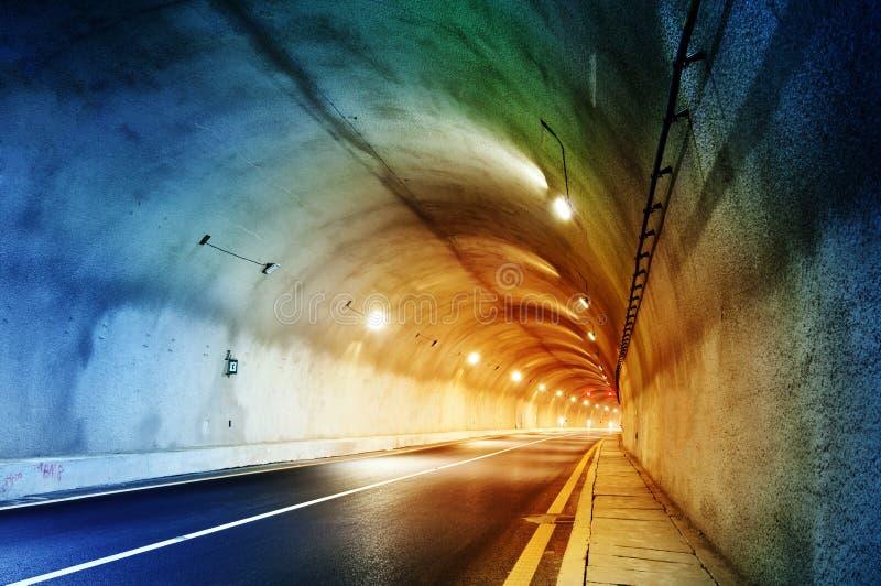 Download Тоннель стоковое изображение. изображение насчитывающей перемещение - 37930263