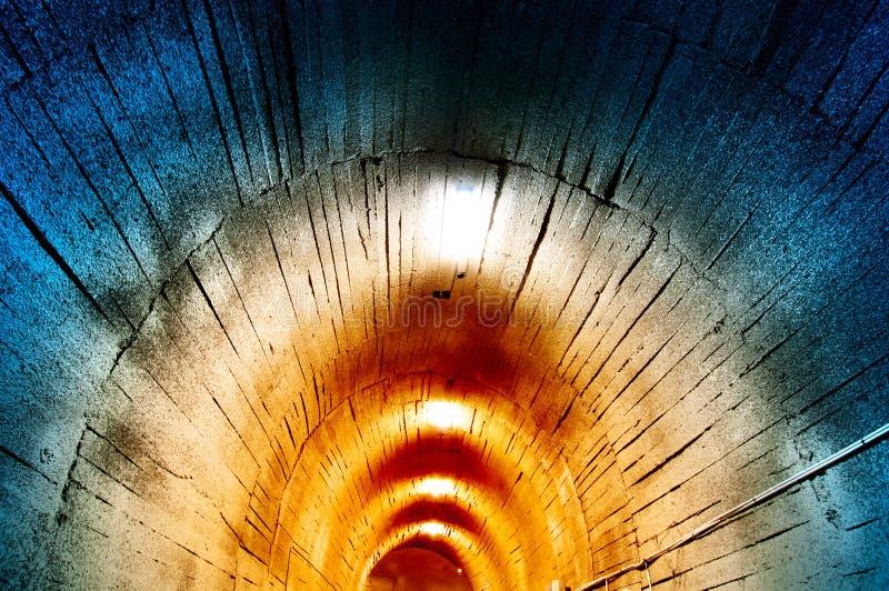 Download Тоннель стоковое изображение. изображение насчитывающей отключение - 37930391