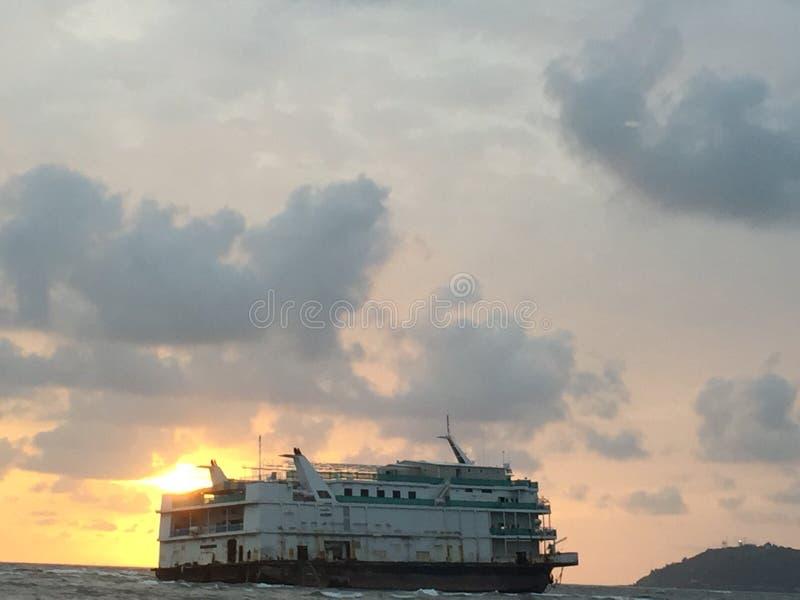 тонуть корабля стоковые фото