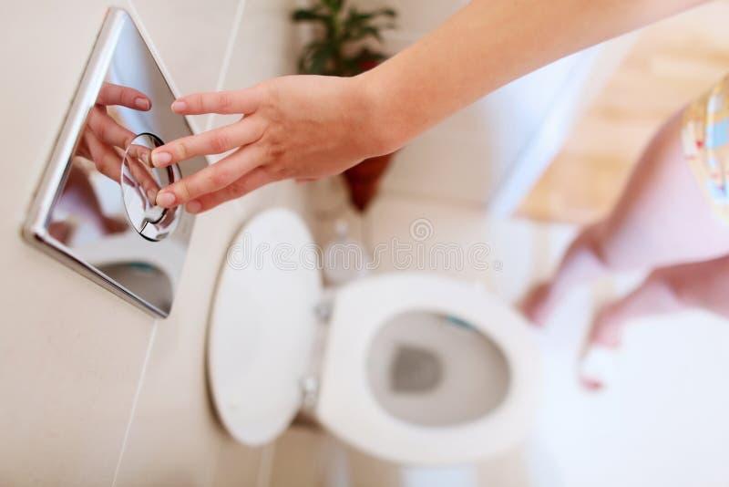 топя туалет стоковая фотография rf