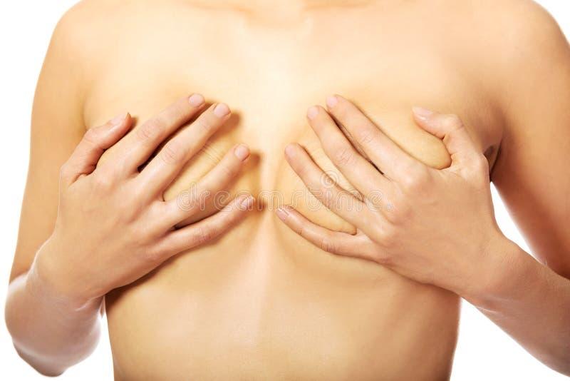 Топлесс женщина покрывая ее грудь стоковое фото rf