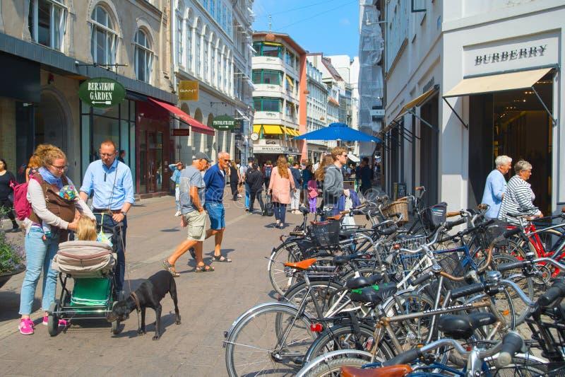 Торговая улица Копенгагена в центре города стоковое фото