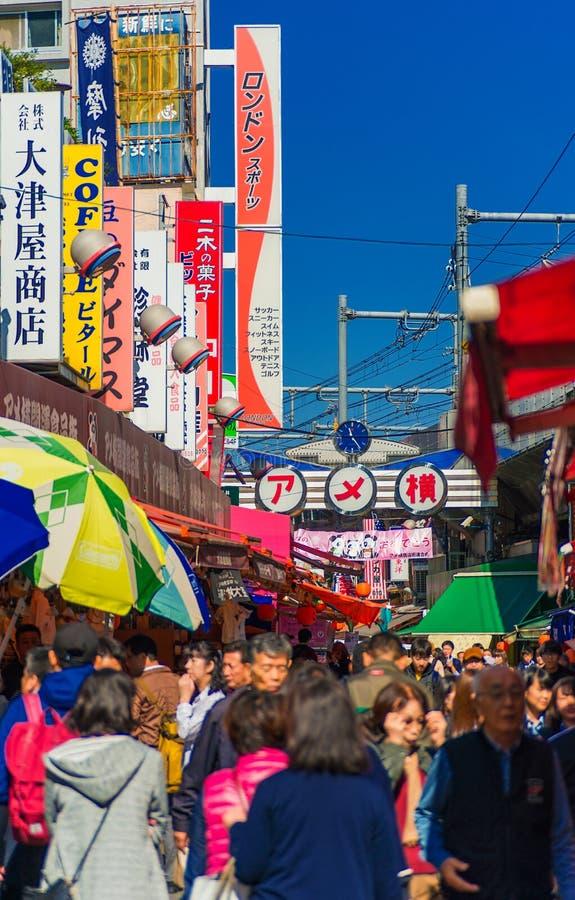 Торговая улица Ameyoko в токио стоковые изображения