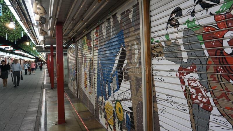 Торговая улица Asakusa Nakamise-dori, Токио стоковое изображение rf