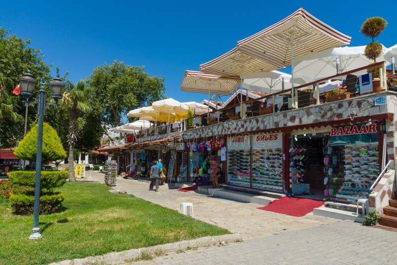Торговая улица в городке взморья стоковое изображение rf