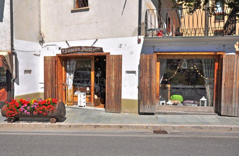 Торговая улица в Ла Thuile, Италии стоковые изображения rf