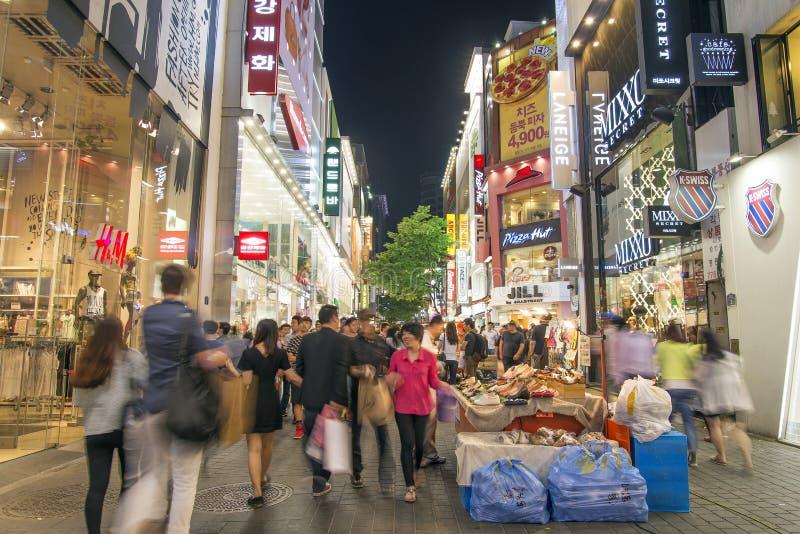 Торговая улица Myeongdong в Южной Корее Сеула стоковое изображение rf