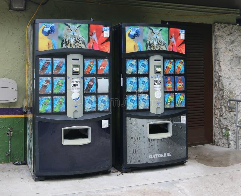 Торговый автомат Gatorade с отсчетом калорий стоковое изображение