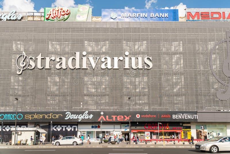 Торговый центр мола Unirea (Magazinul Unirea) в Бухаресте стоковое фото