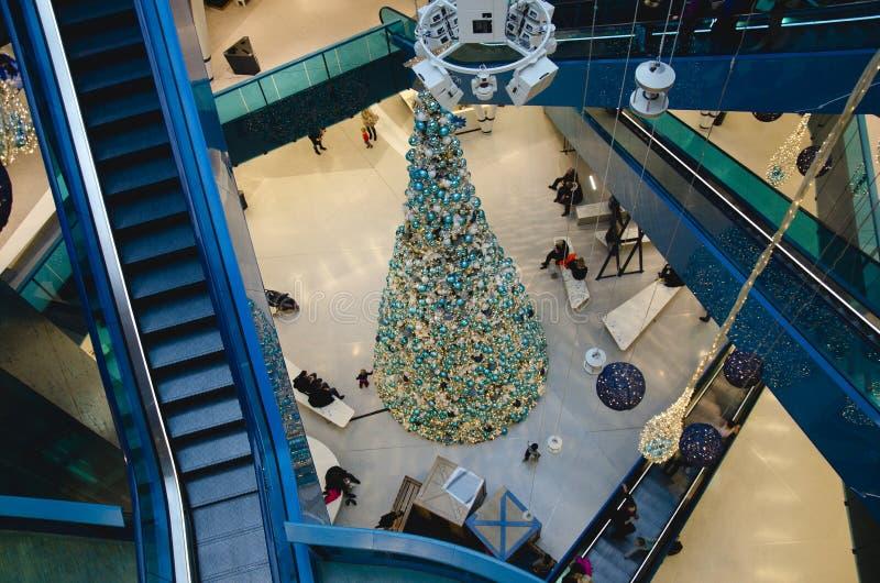 Торговый центр на рождестве стоковая фотография rf