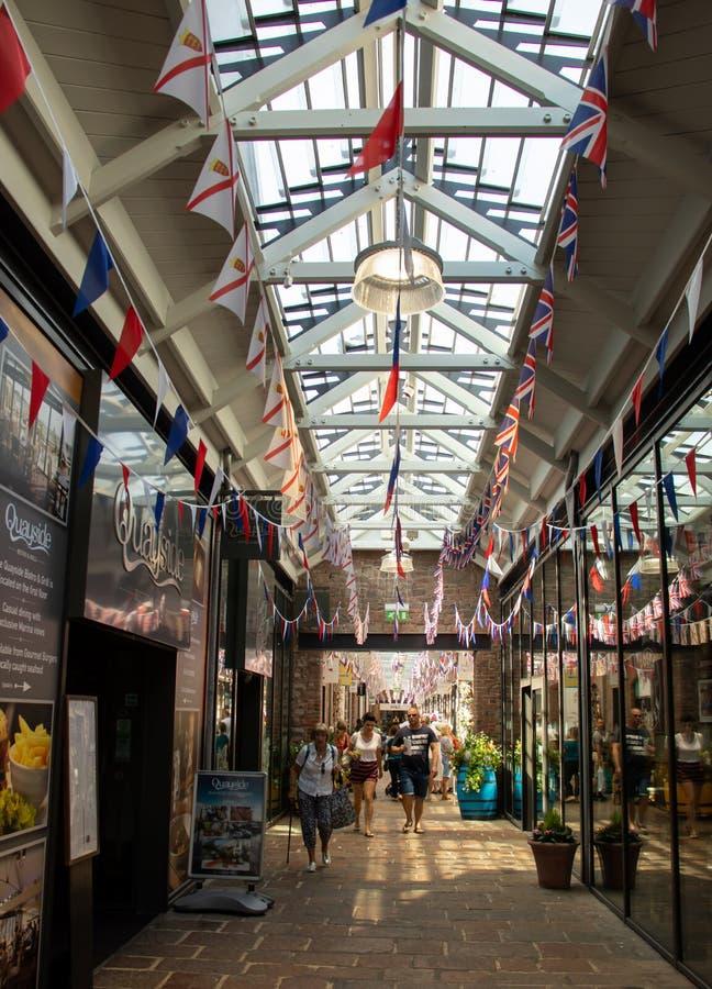 Торговый центр Quayside в St Helier стоковые изображения
