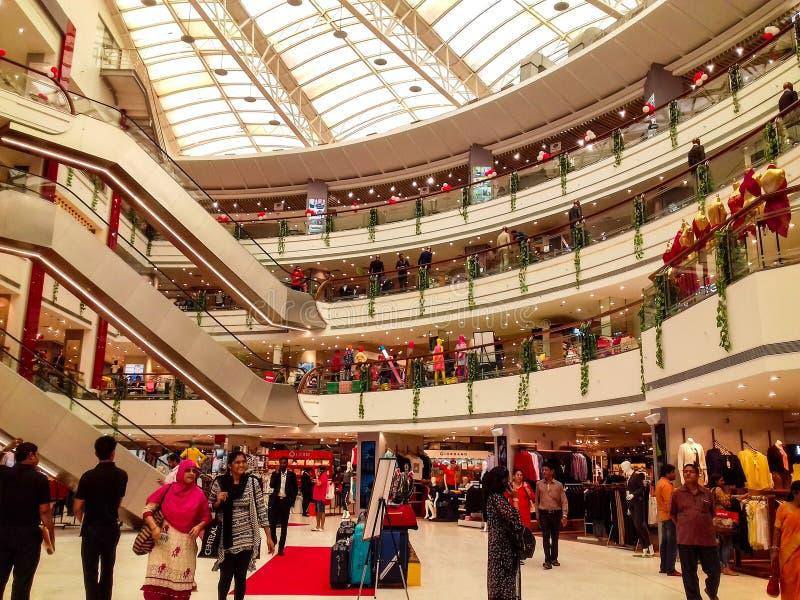 Торговый центр Vashi центральный, Navi mumbai, Maharshtra, Индия, 7-ое ноября 2018: взгляд торгового центра от стороны с серией л стоковое фото