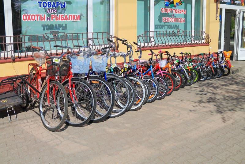 Торговля улицы в велосипедах на магазине спортивных товаров стоковое изображение rf