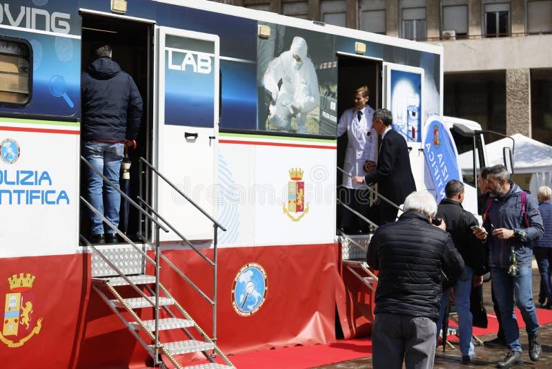 Торжества для 167th годовщины итальянской полиции, со стойками и демонстрациями в квадрате стоковая фотография rf