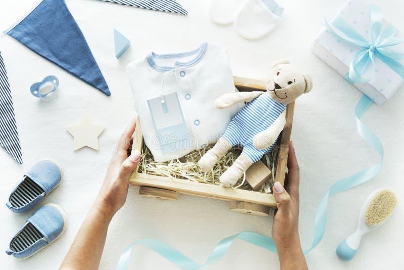 Торжество подарков детского душа newborn стоковые фотографии rf