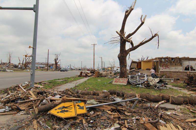 торнадо mo joplin повреждения ef5 стоковые фотографии rf