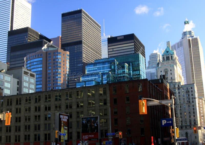 ТОРОНТО, КАНАДА - 8-ОЕ ЯНВАРЯ 2012: Небоскребы в центральном Торонто стоковое изображение