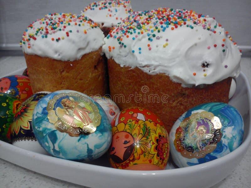 торты покрасили пасхальные яйца стоковая фотография rf