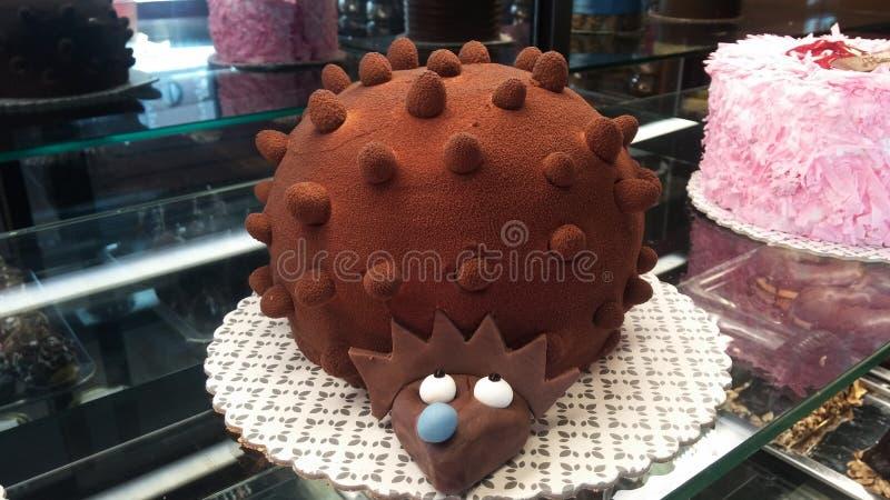 Торт вкусный в ресторане с формой ежа стоковое изображение