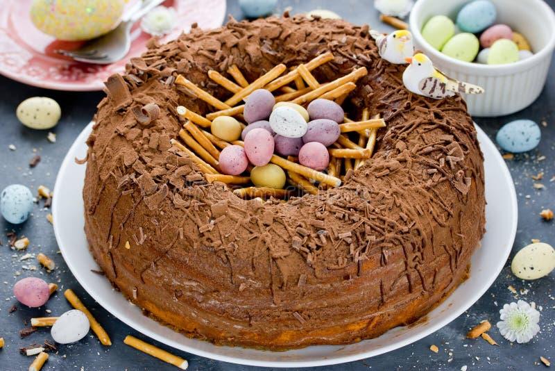 Торт гнезда пасхального яйца стоковое фото rf