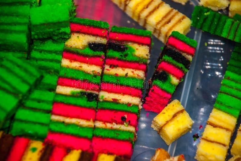 Торт губки традиционных смешанных цветов сладостный Необыкновенный и очень вкусный десерт Борнео, Саравак, Малайзия стоковые фото