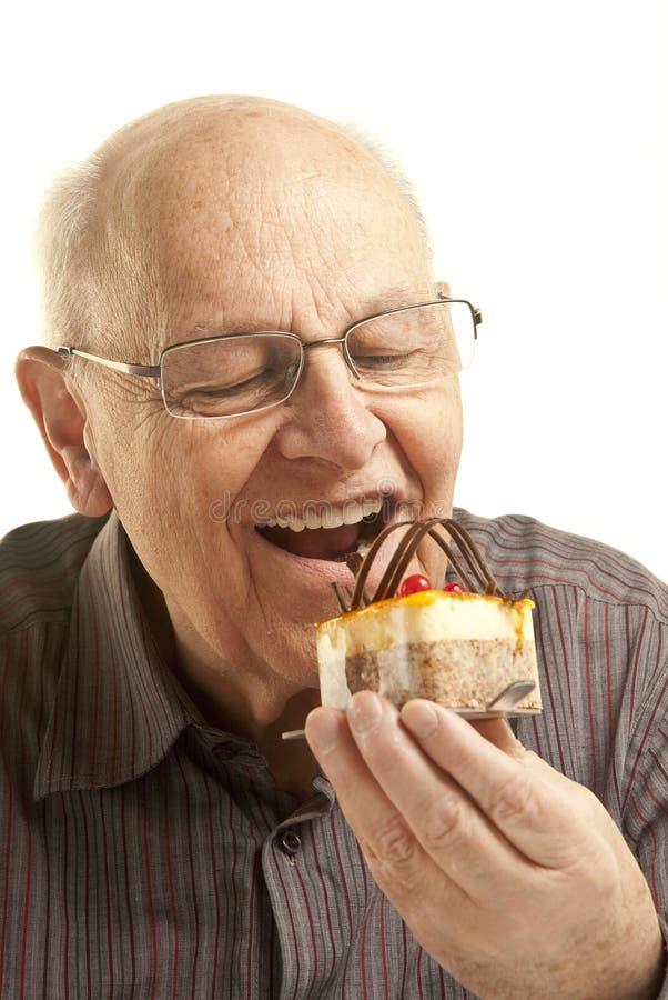 торт есть старший человека стоковые изображения