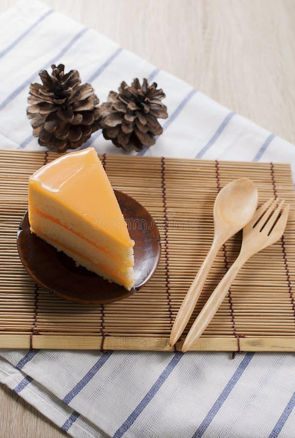 торт и булочки хлебопекарни закрывают вверх изолированный на белой предпосылке стоковая фотография rf