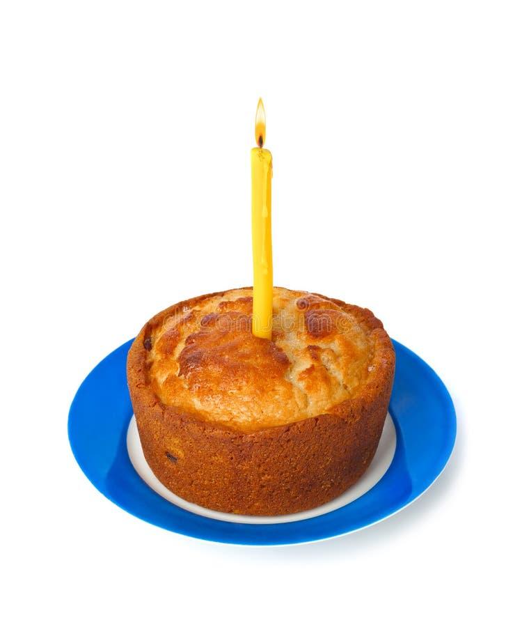 Торт и свеча горения стоковое фото