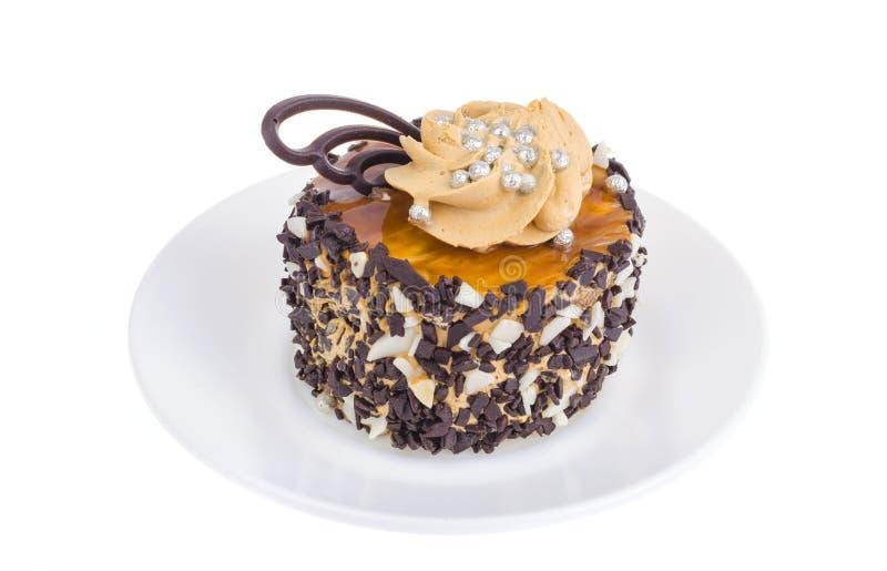 Торт карамельки с падениями сливк и шоколада масла стоковое фото