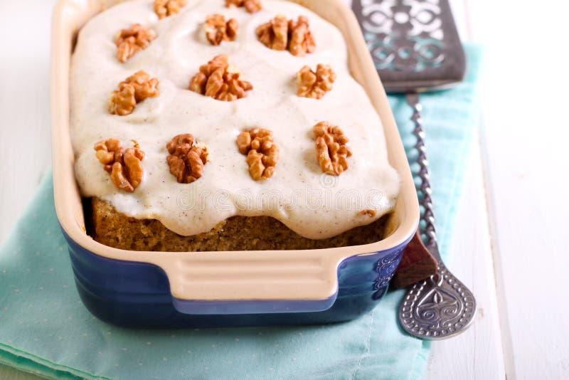 Торт кофе и грецкого ореха с buttercream стоковое изображение rf