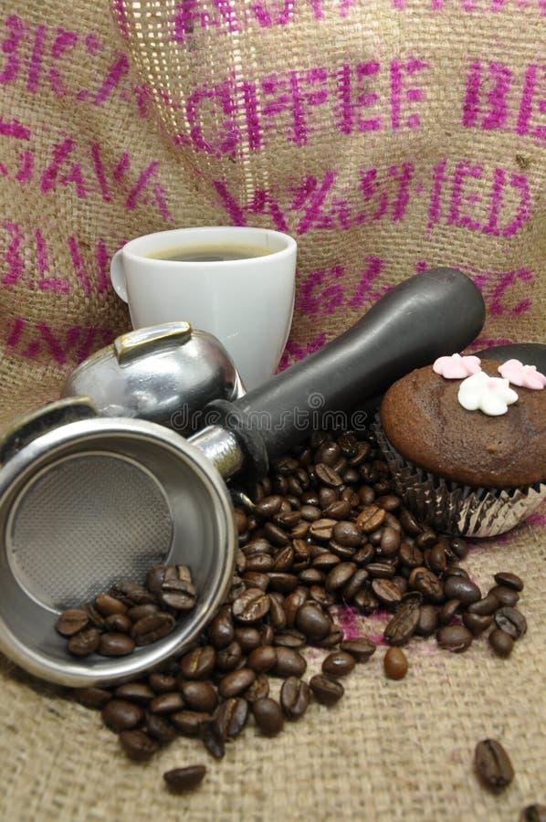 Торт кофе и чашки стоковая фотография rf